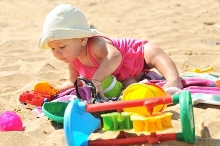 Photo - voyager à la plage avec bébé