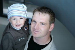 Photo - bébé et papa en route pour la garderie