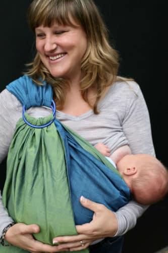 Photo - Porte-bébé ring sling avec bébé allaité