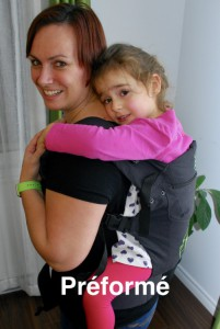 Photo - Le portage avec un porte-bébé préformé