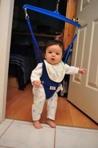 Photo - Bébé dans un Jolly Jumper