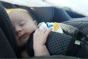 Photo - Bébé qui dort dans son siège de voiture - journal intime de Charlotte