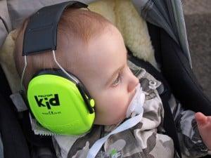 Photo - Bébé avec un casque antibruit - Billet : Casque antibruit pour bébé : est-ce nécessaire?
