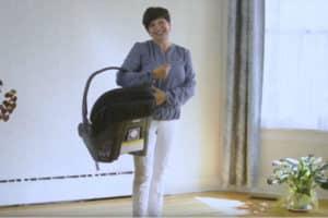 Photo - Vidéo de Marie qui explique comment transporter la coquille de bébé sans se faire mal au dos